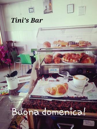Tini's Bar: croissant