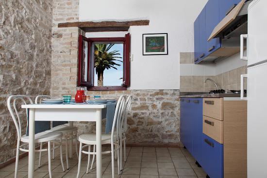 Case In Pietra E Mattoni : Niente bungalow solo case in mattoni e pietra foto di villaggio