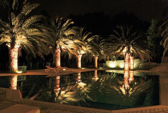 Pedaso, إيطاليا: La piscina, di sera
