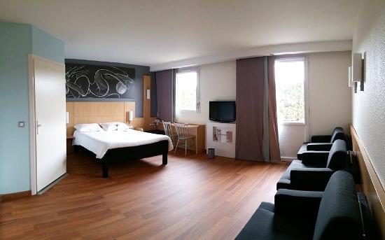 Chambre familiale photo de hotel ibis m con sud cr ches for Prix chambre hotel ibis