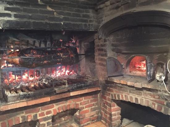 Cernay-la-Ville, France : Le cochon grillé