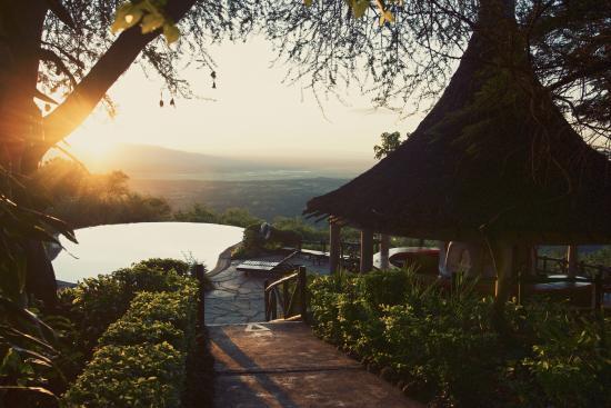 Lake Manyara Serena Lodge: sunrise