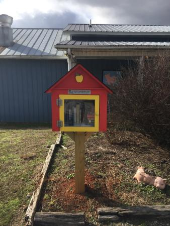 Laurel Springs, Carolina do Norte: Book exchange!!