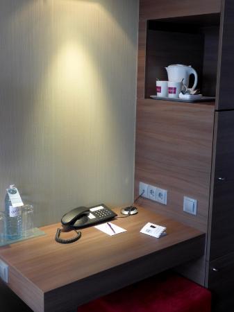 โรงแรม แมร์คูเรอ วีนซิตี้: Schreibtisch