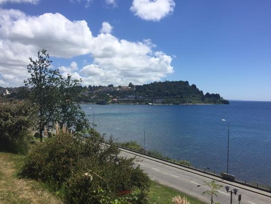 Hotel Cumbres Puerto Varas: Vista desde el hotel al Lago...