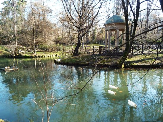 Tempietto dedicato ad amore foto di giardini di villa for Via giardini milano