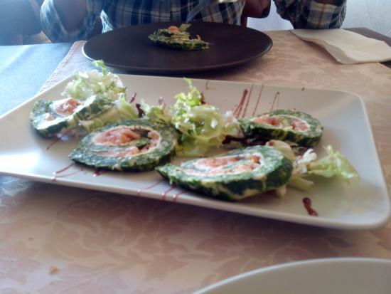 Dea Restaurante: rollito de espinacas con queso y salmon