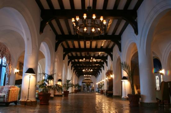 Montauk Manor: Grand Lobby
