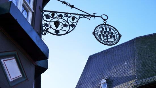 Oestrich-Winkel, Duitsland: Wirtshausschild Zum Grünen Baum