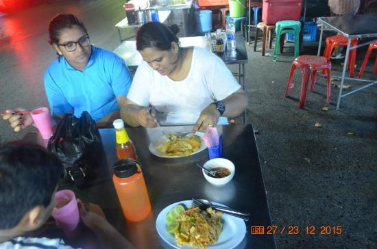 Krabi River Hotel : Pad Thai and Fried Rice