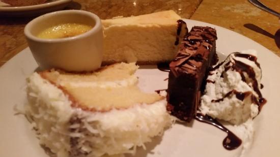 Gale's Italian Restaurant and Bar: Dessert Sampler
