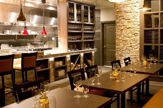 Kleinburg, Canada : Open kitchen concept