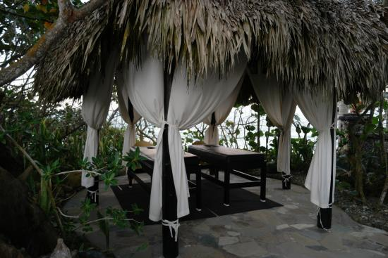 Hotel El Magnifico: Massage area by the beach!