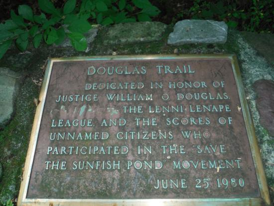 Columbia, Nueva Jersey: Trail head plaque to Appalacian Trail, on the way to Sun Fish pond