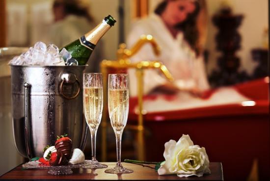 Gruene River Hotel & Retreat: Champagne