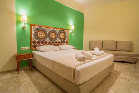 Aris Hotel: triple room