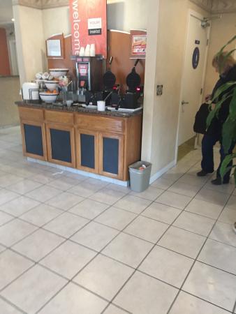 ทรีริเวอร์ส, แคลิฟอร์เนีย: Waffle station Good value breakfast for the price