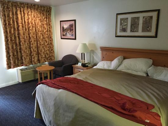 Three Rivers, CA: bedroom suite