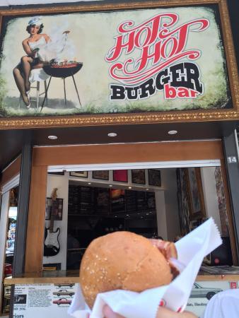 Attika, Griechenland: One freaking tasty burger!