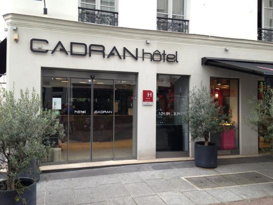 Hotel du Cadran Tour Eiffel: Hotel du Cadran entry