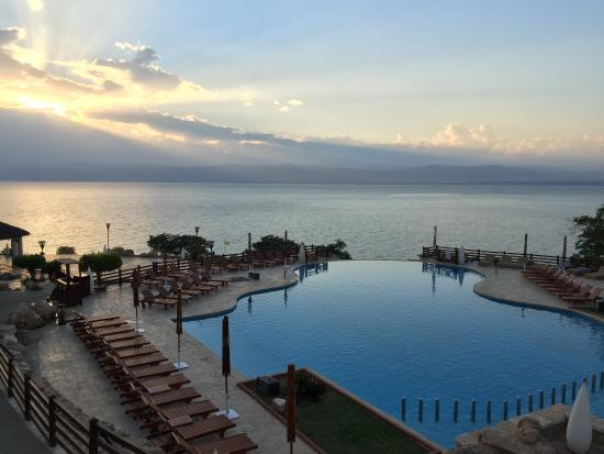 Jordan Valley Marriott Resort & Spa: Infiniti pool overlooking the Dead Sea