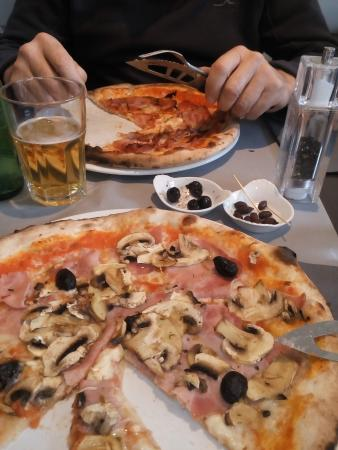 Cers, France : pizza