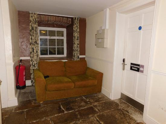 Castle Horneck, UK: basement near self catering kitchen