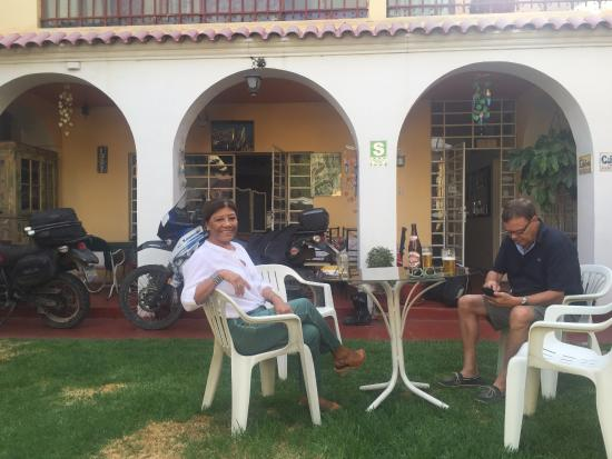 Arequipa Hostel Tambo Viejo B&B: The garden, nice and cool retreat from the city