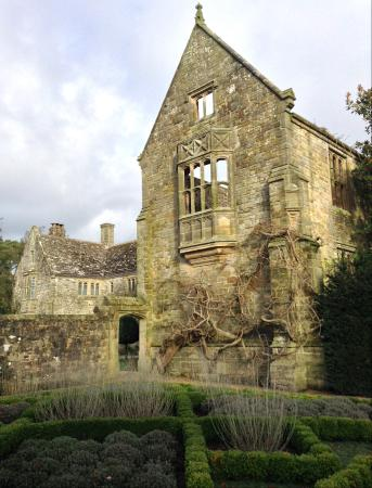 Haywards Heath, UK: Nymans, December 2015