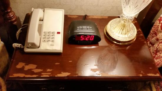 Carlyle Hotel: Damage to nightstand
