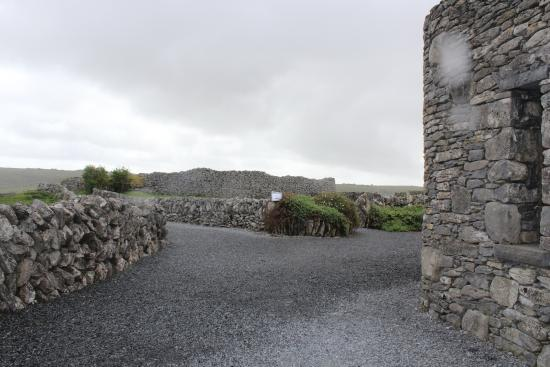 Corofin, İrlanda: Cahercommaun Fort in The Burren