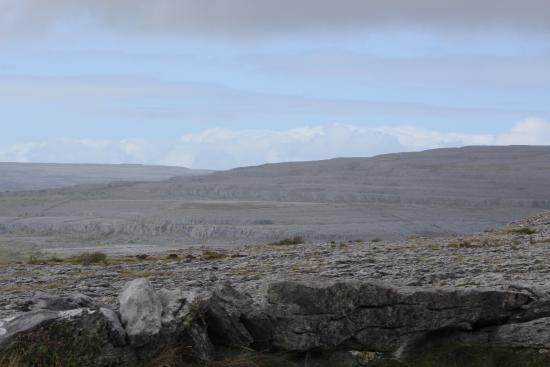 Corofin, İrlanda: A hillside in The Burren