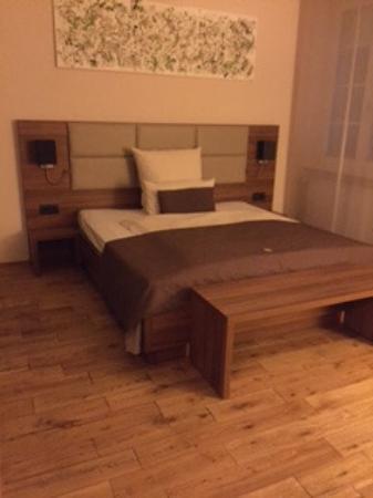Hotel Drei Konig: Modernes geräumiges Einzelzimmer