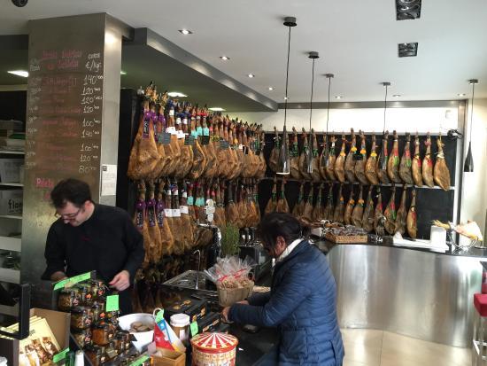 Flores Gourmet: Ottimo locale, con degustazione di ottimi piatti caratteristici è ottima offerta di vini, con pe