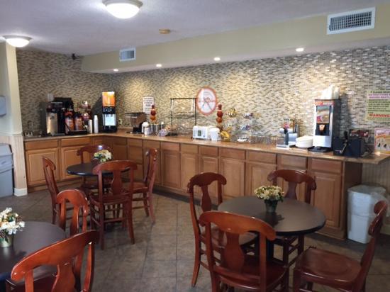 Manning, SC: Breakfast Area