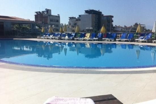 Club Hotel Lion: Best wel groot zwembad