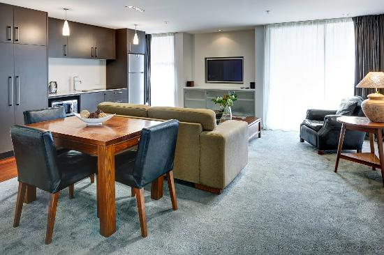 Picton Yacht Club Hotel: Apartment Dining and Lounge