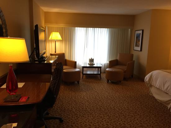 Toronto Marriott Bloor Yorkville Hotel: Sitting area