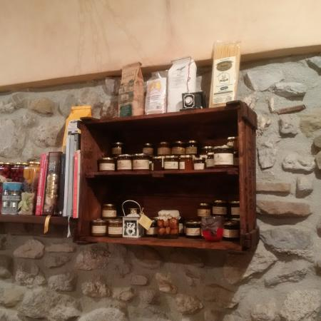 Antrodoco, Włochy: Interno con i prodotti tipici