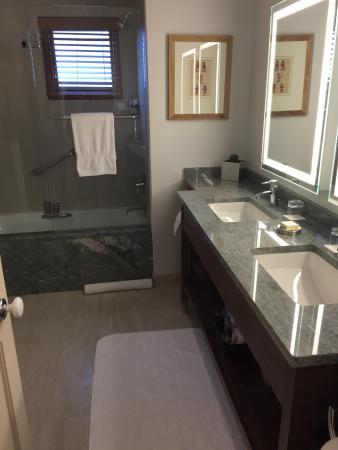 Rosewood Inn of the Anasazi: Room 301 - Large bathroom