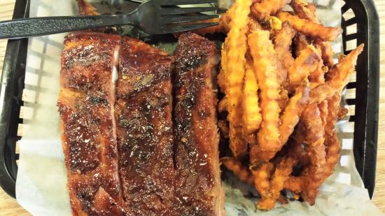 Micanopy, FL: 1/2 pound ribs and sweet potato fries