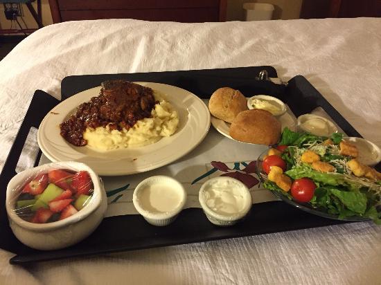 Embassy Suites by Hilton Sacramento - Riverfront Promenade: Pork osso-buco room service