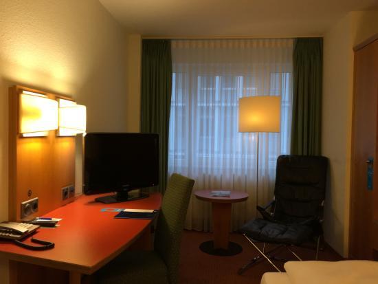 NH Berlin City Ost: Bedroom