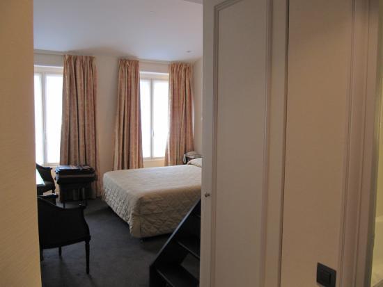 Hotel Saint Petersbourg: room