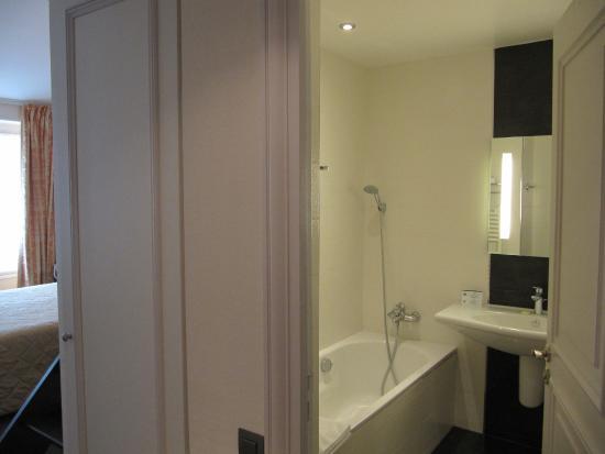 Hotel Saint Petersbourg: bathroom