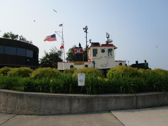 Canal Park: tugboat