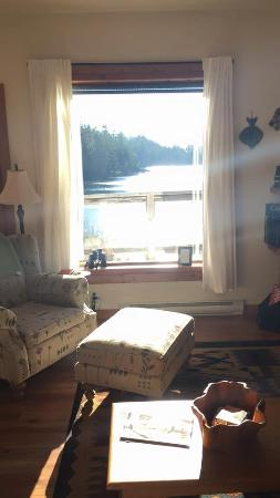 Arbutus Cove Guesthouse: The living room area and our view