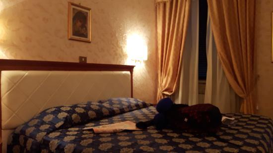 Genio Hotel : apartamento com decoração tradicional...a arquitetura do teto é linda