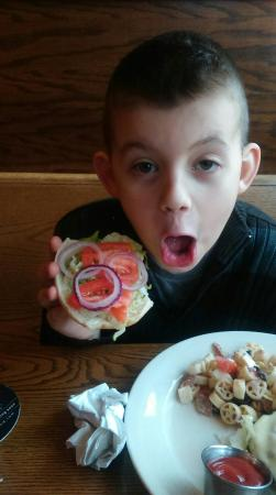 Fulton, Nowy Jork: My son loved the burger