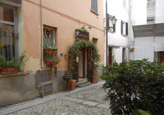 Cantina Frasca : Classic case of just wandering the small streets until you find something interesting